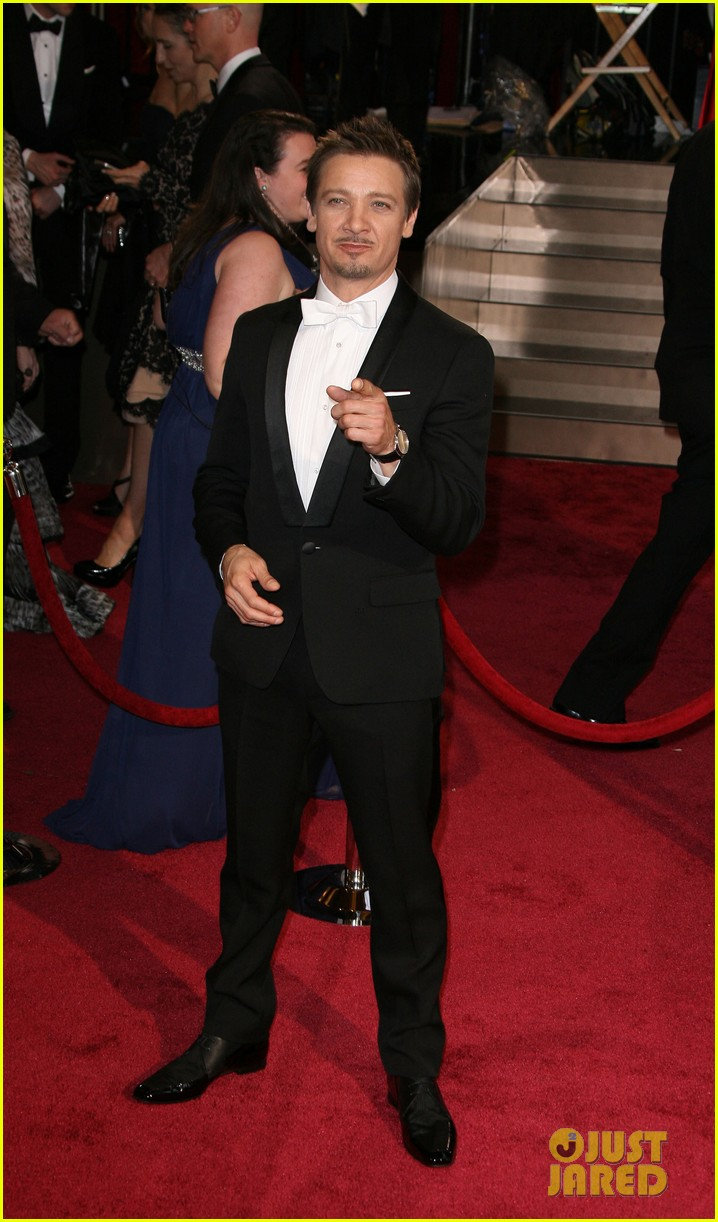 jeremy renner hustles his way to the oscars 2014 04