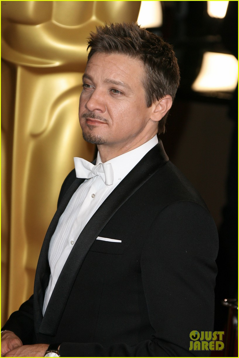 jeremy renner hustles his way to the oscars 2014 05