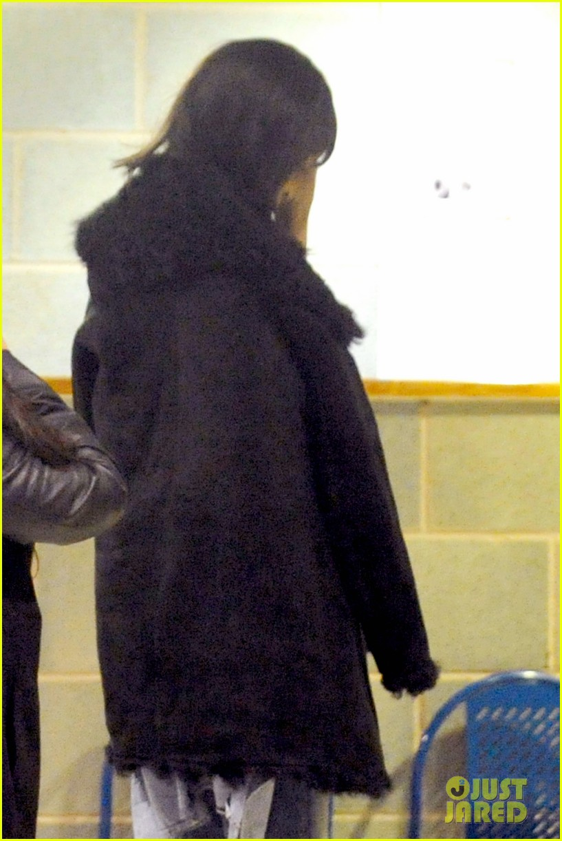 rihanna drake spotted together again head for late night gym session 05
