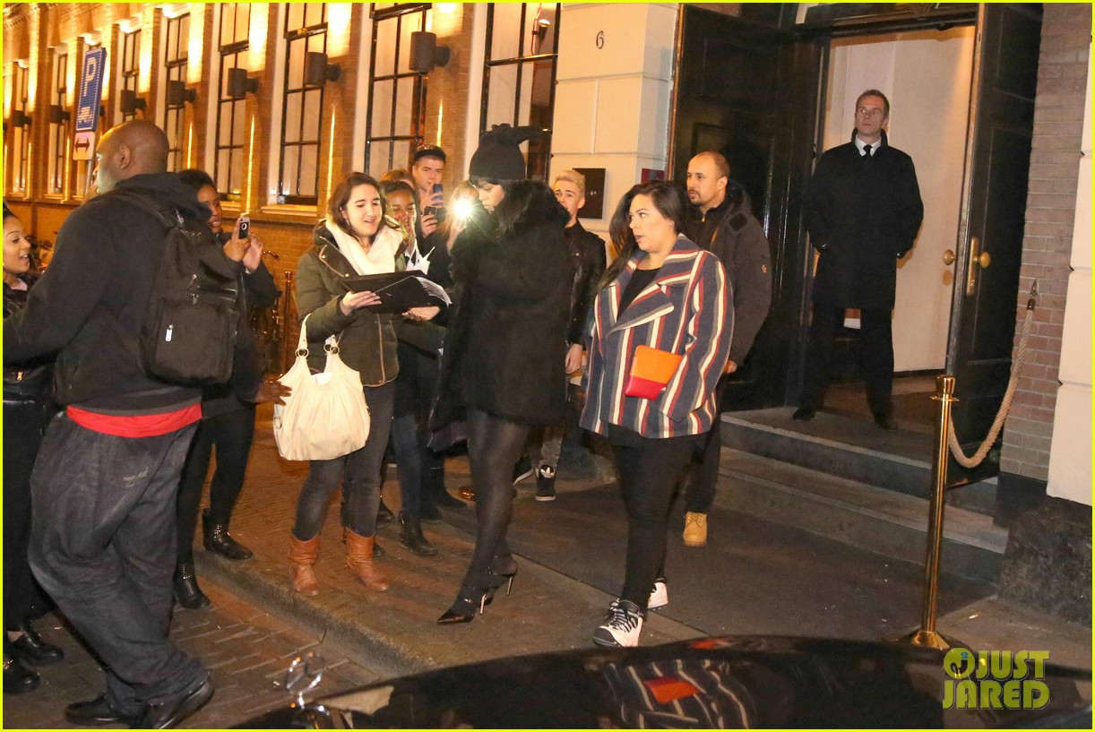rihanna drake spotted on dinner date in amsterdam 11