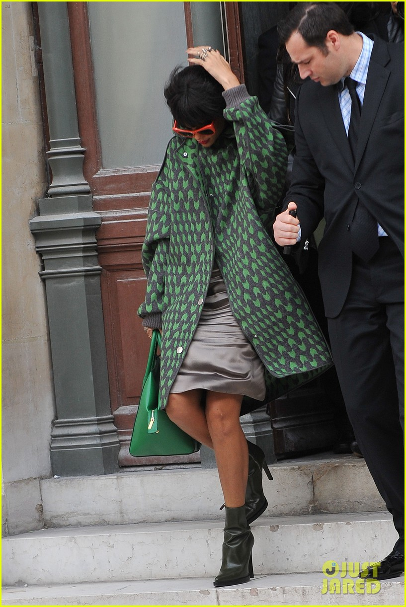 rihanna continues fashion week fun in paris 01