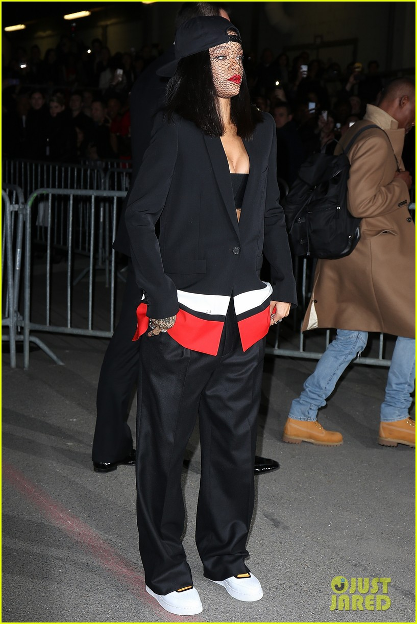 rihanna continues fashion week fun in paris 07