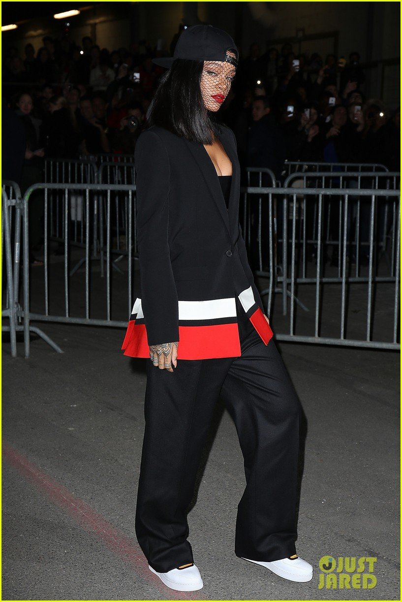 rihanna continues fashion week fun in paris 09