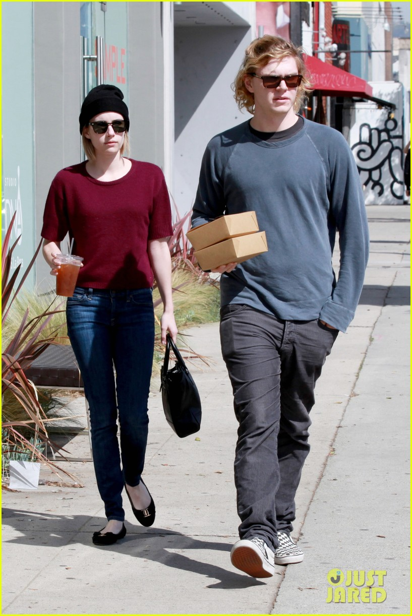 emma roberts engagement ring is the perfect accessory for outing with evan peters 07