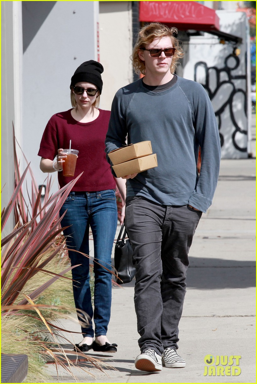 emma roberts engagement ring is the perfect accessory for outing with evan peters 113075982