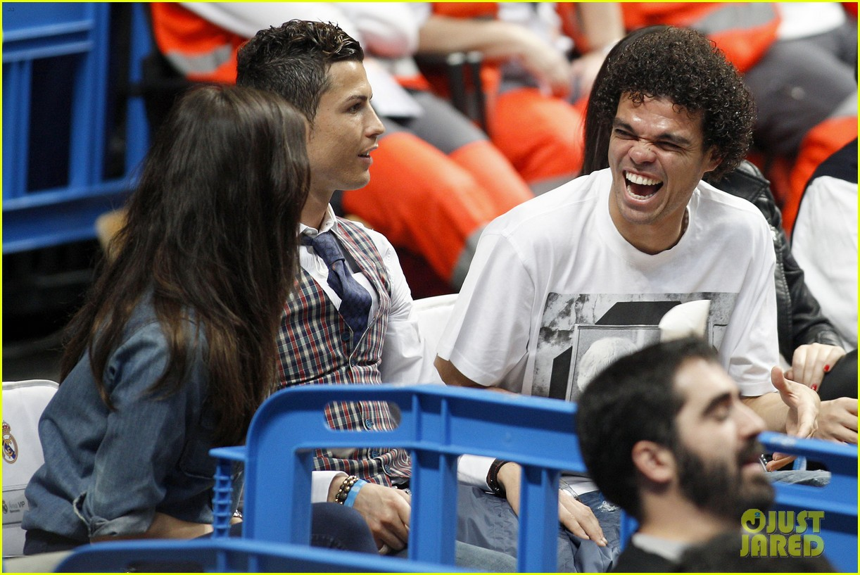cristiano ronaldo irina shayk courtside couple 123075846