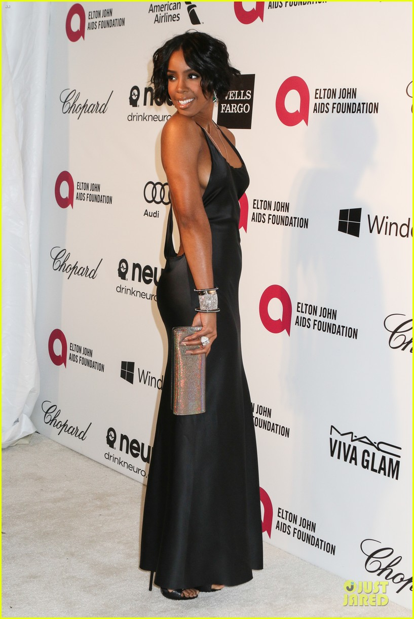 kelly rowland skylar grey heat up elton john oscars party with revealing dresses 08