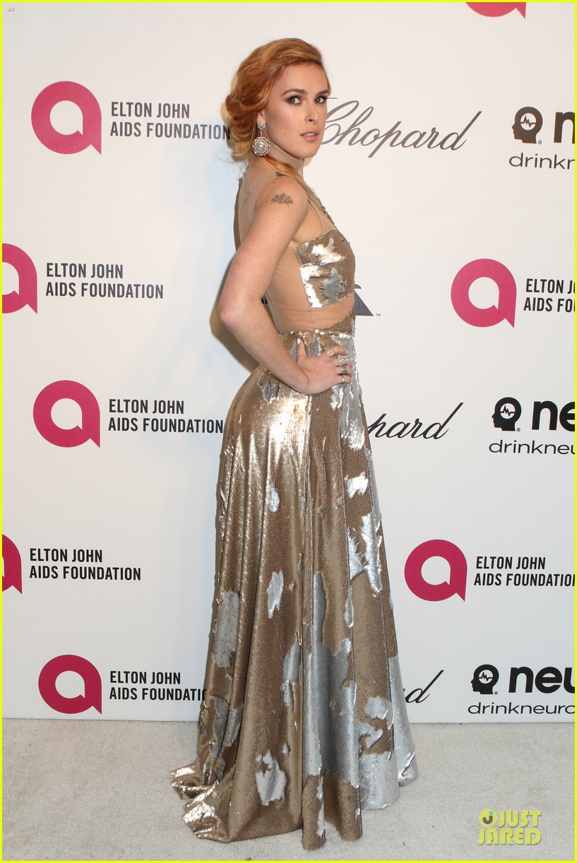 rumer willis stuns in metallic dress at elton john oscars party 2014 113064369