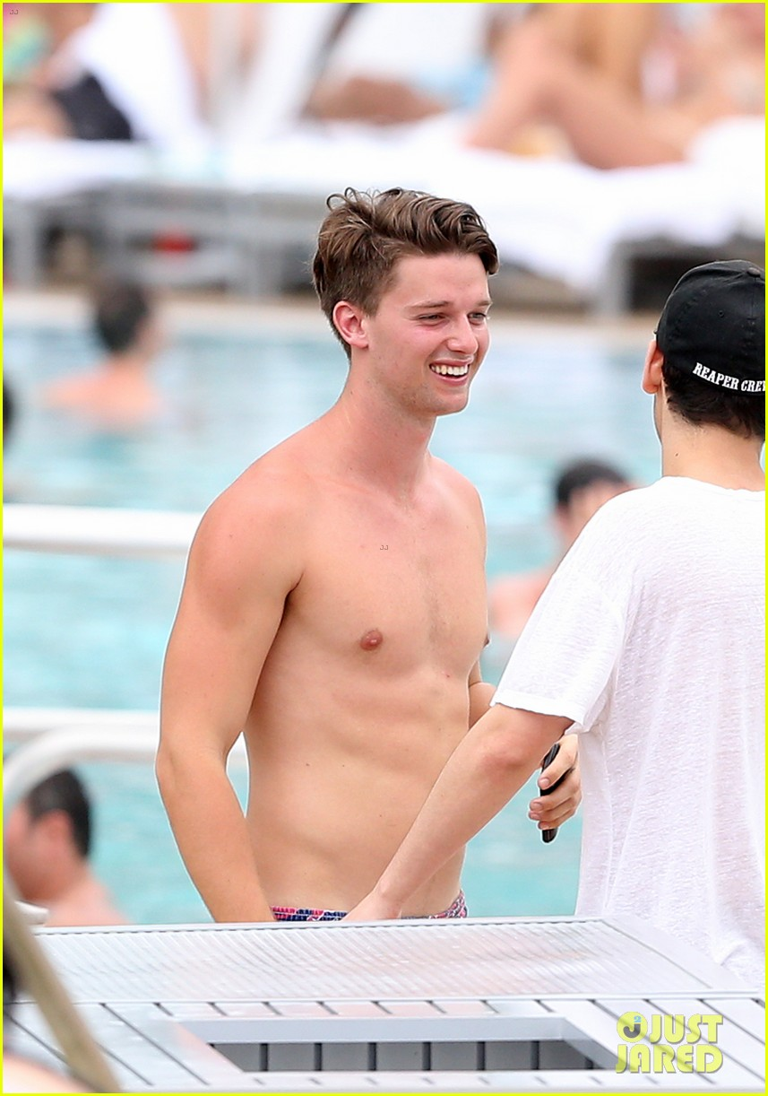 patrick schwarzenegger six pack abs miami spring break 033081567