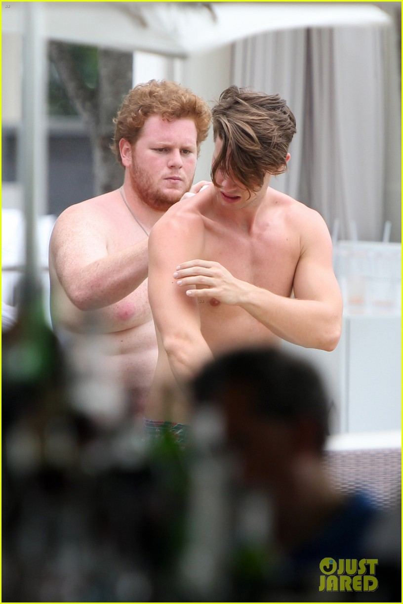 patrick schwarzenegger six pack abs miami spring break 053081569