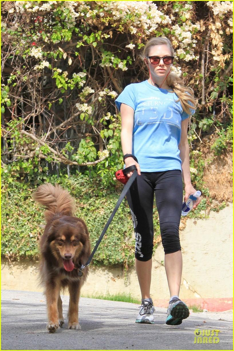 amanda seyfried finn enjoy healthy treadmill workout watch video now 02