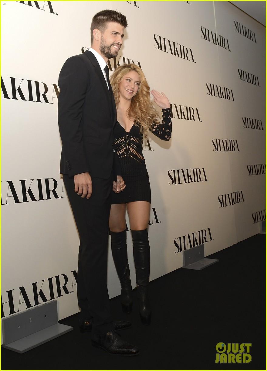 shakira celebrates new album with gerard pique in barcelona 023075906