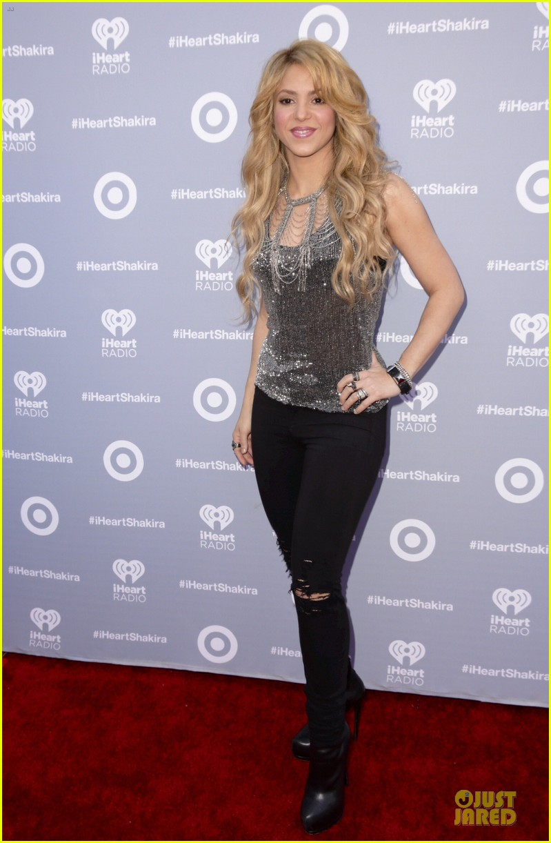 shakira dazzling kissing beauty at album release party 053078001
