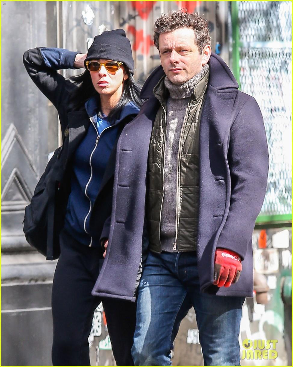 michael sheen sarah silverman hold hands romantic stroll 02