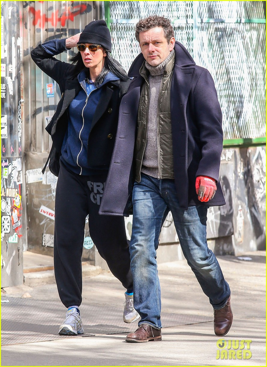 michael sheen sarah silverman hold hands romantic stroll 06