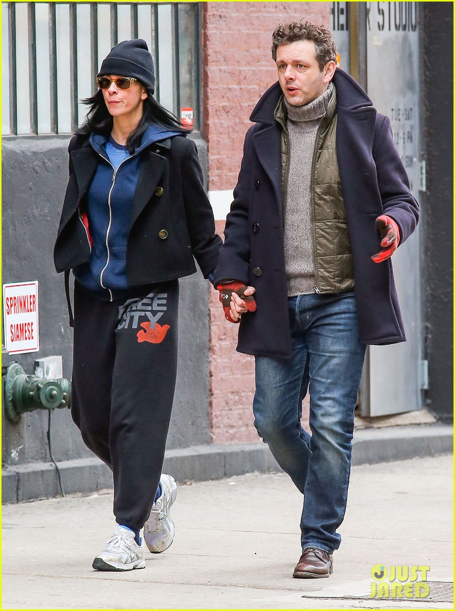 michael sheen sarah silverman hold hands romantic stroll 11