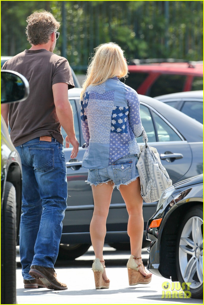 jessica simpson brings back her daisy dukes 213077304