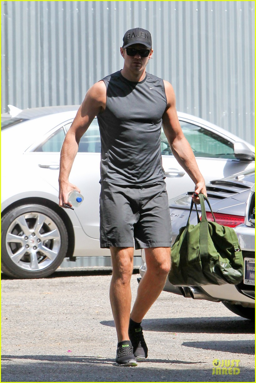 alexander skarsgard toned ready gym workout 053082445
