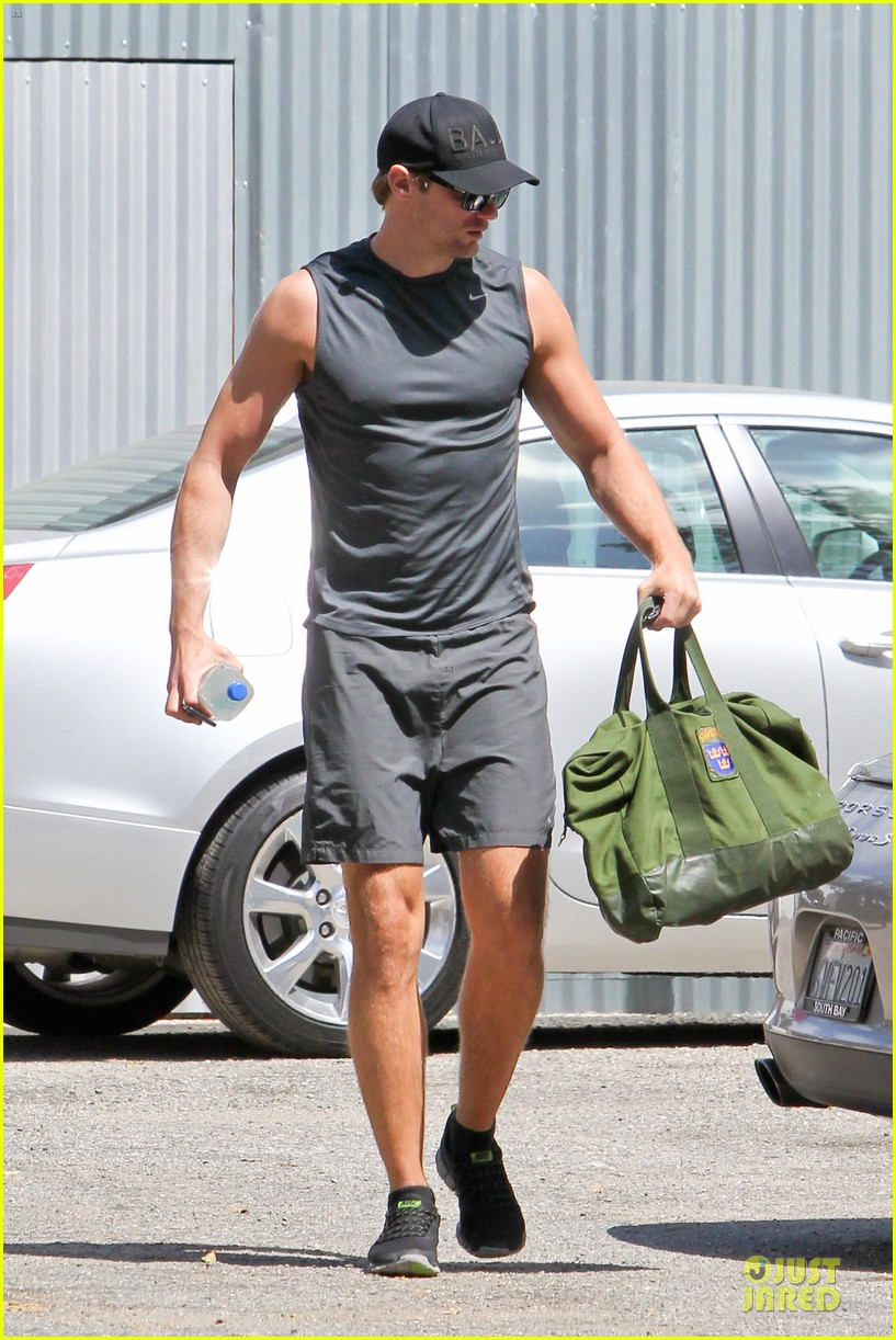 alexander skarsgard toned ready gym workout 083082448
