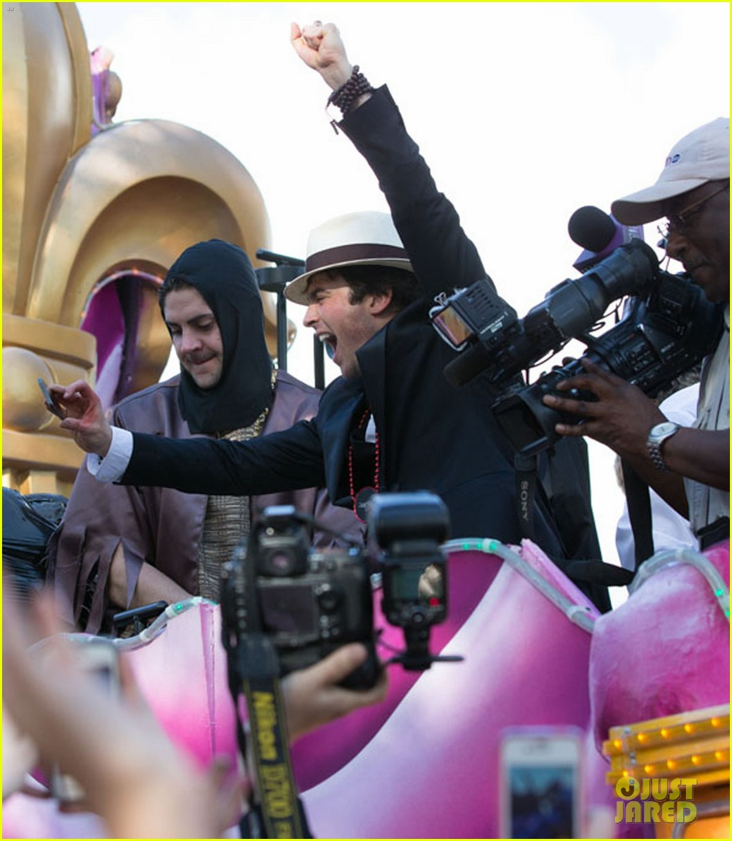 ian somerhalder norman reedus throw mardi gras beads in new orleans 06