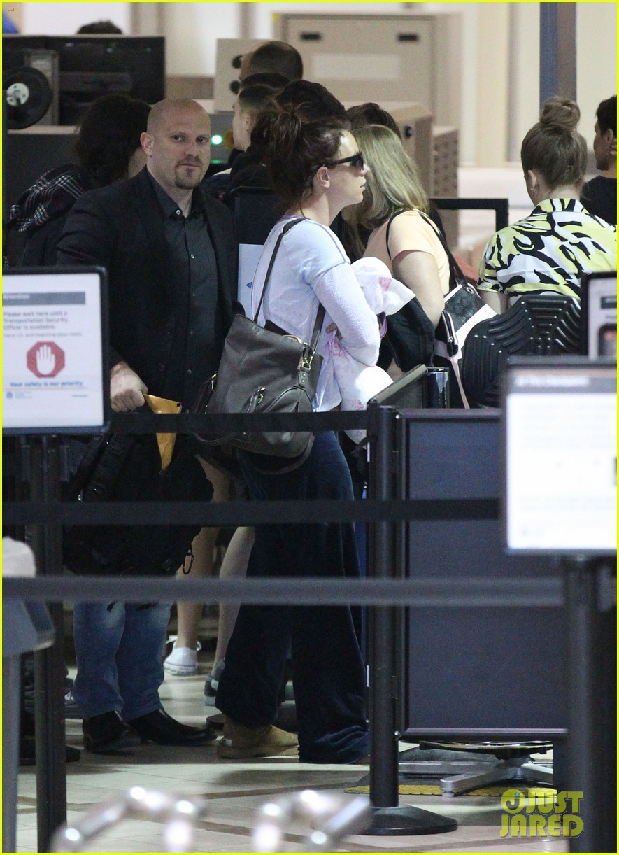 britney spears flies to louisiana for jamie lynn wedding 023071465