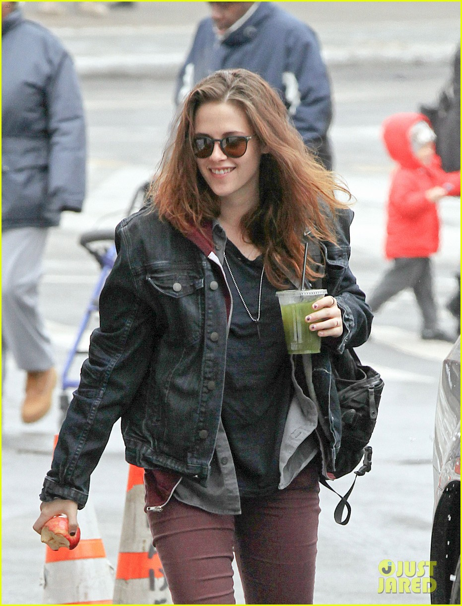 kristen stewart spotted on still alice set in new york city 02