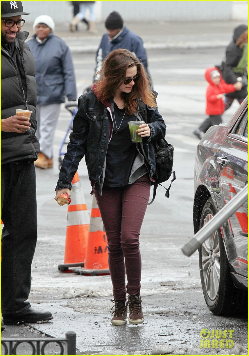 Kristen stewart spotted on still alice set in new york city 07