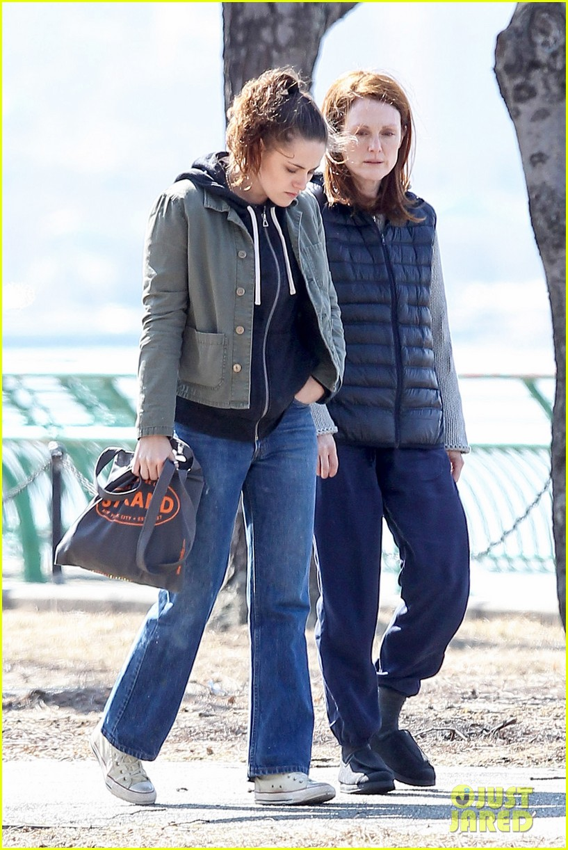 kristen stewart julianne moore film serious scene for still alice 103072012