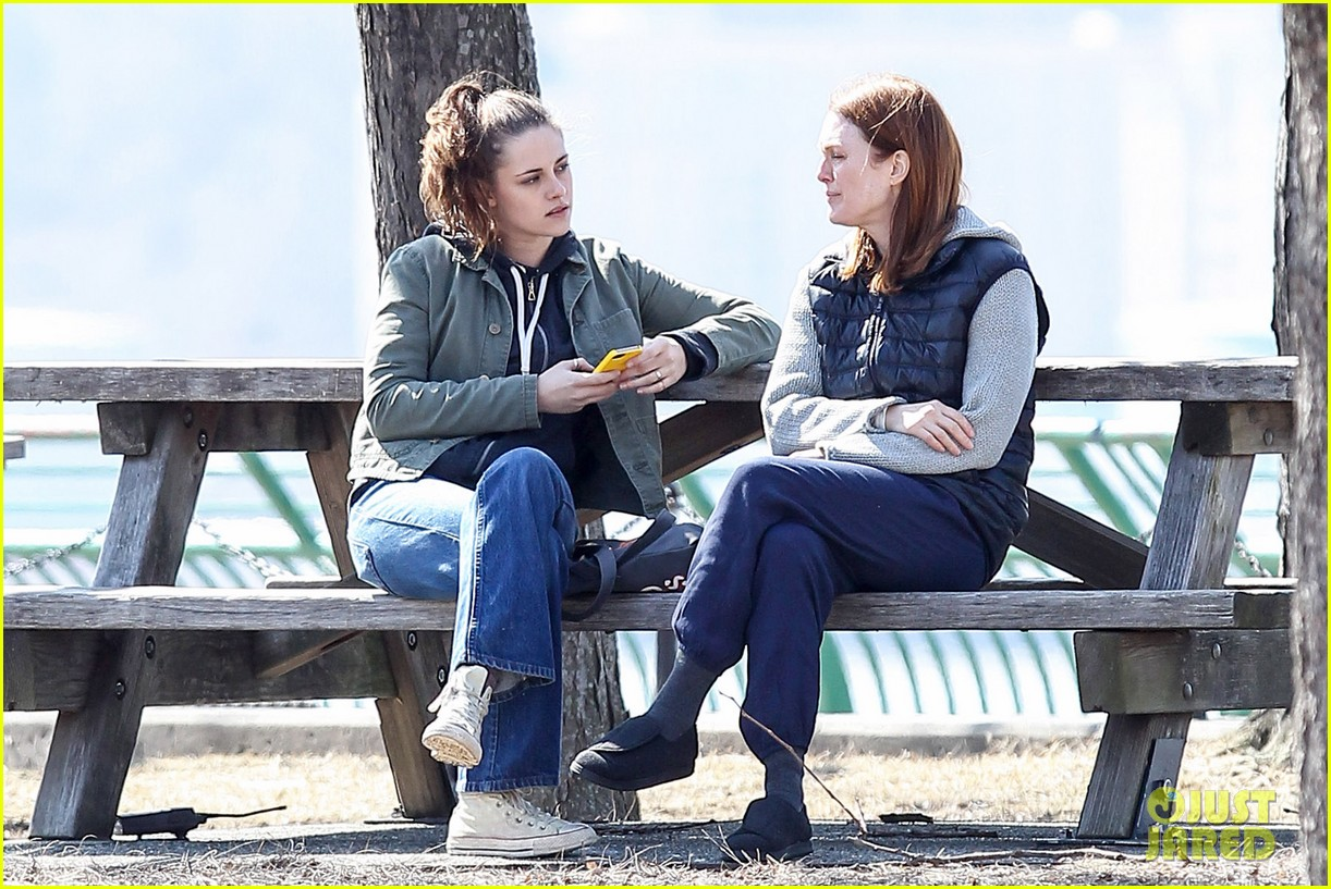 kristen stewart julianne moore film serious scene for still alice 12