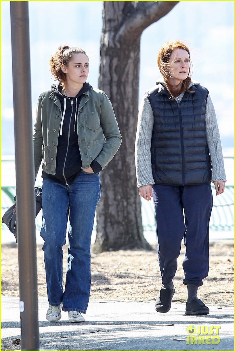kristen stewart julianne moore film serious scene for still alice 15