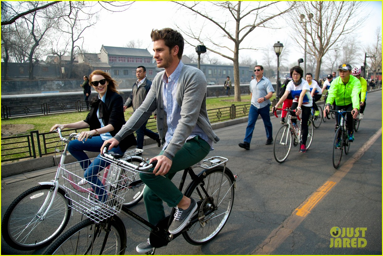 emma stone andrew garfield keep touring asia continue being the cutest couple 033078915