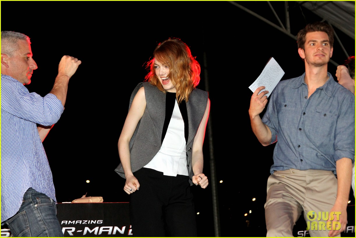 emma stone andrew garfield hold hands at earth hour kick off 183081089