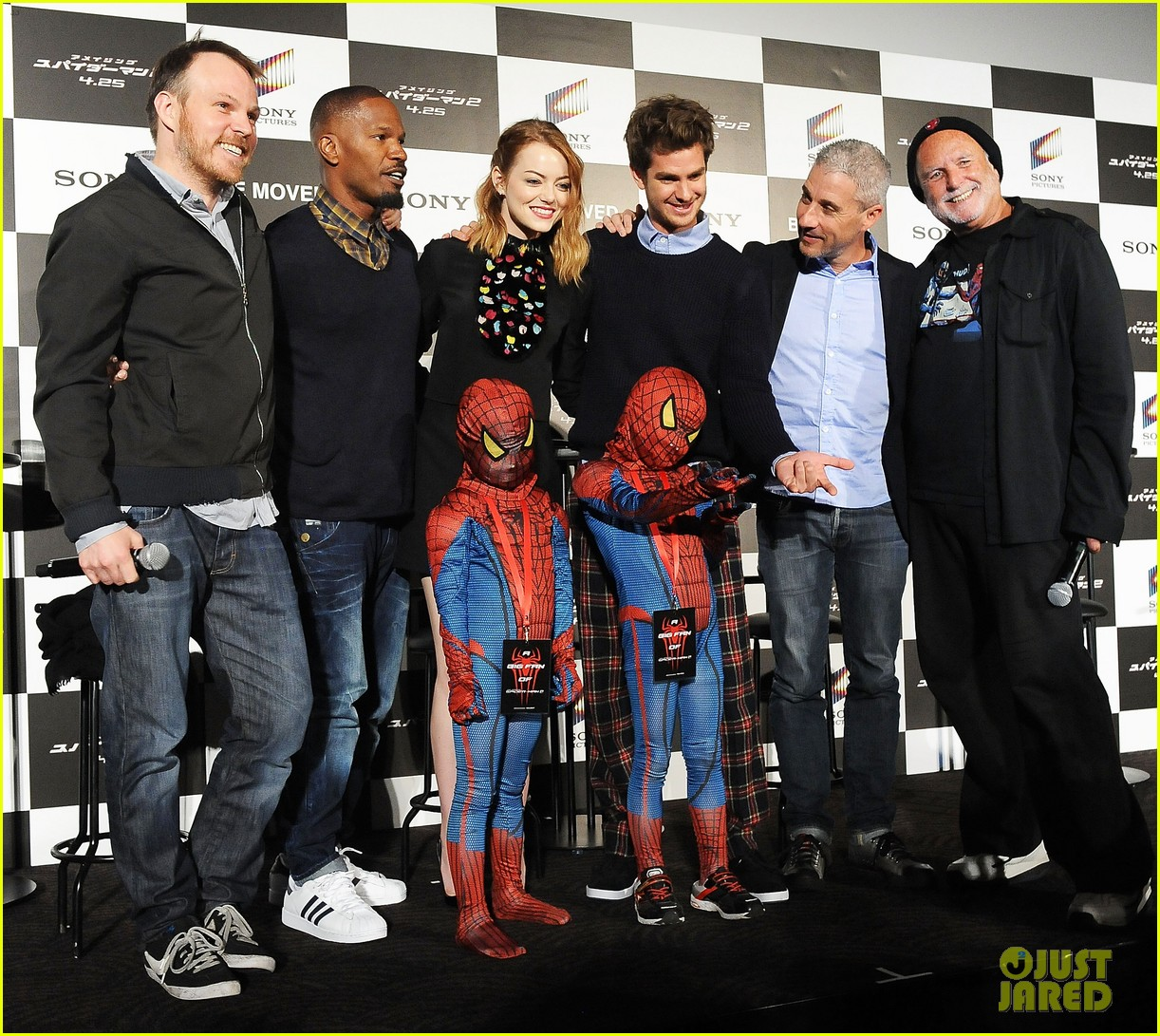 emma stone andrew garfield hit tokyo for amazing spider man 2 press conference 01