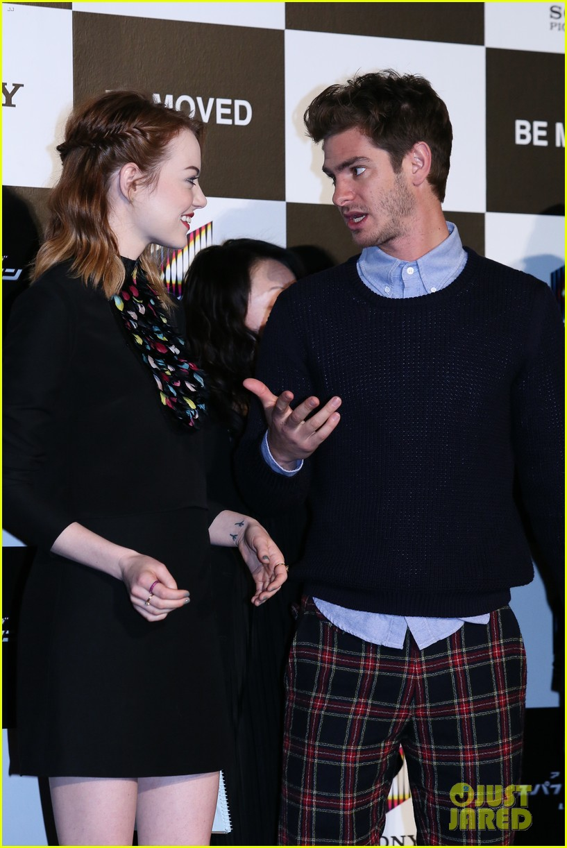 emma stone andrew garfield hit tokyo for amazing spider man 2 press conference 14