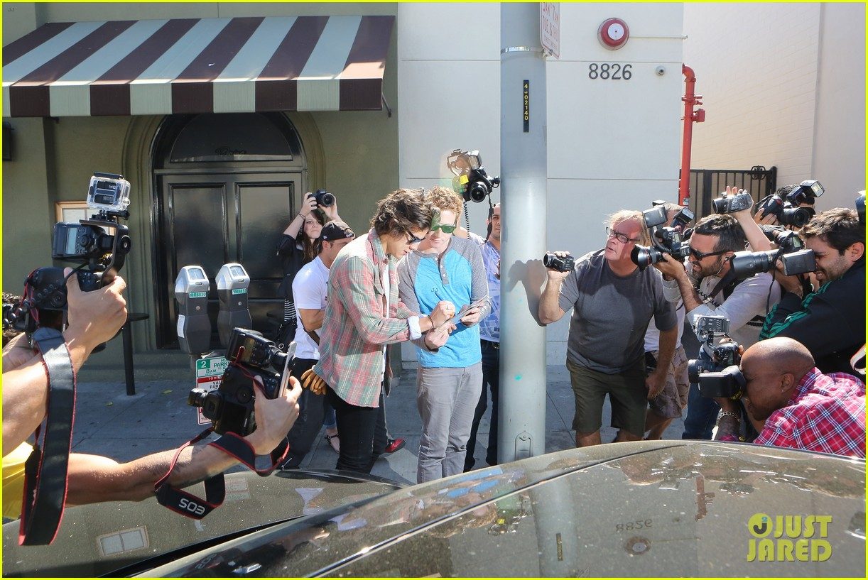 harry styles lunches in los angeles without one direction 03