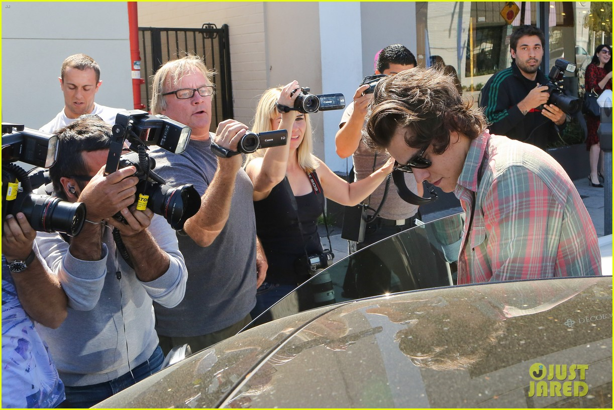 harry styles lunches in los angeles without one direction 27