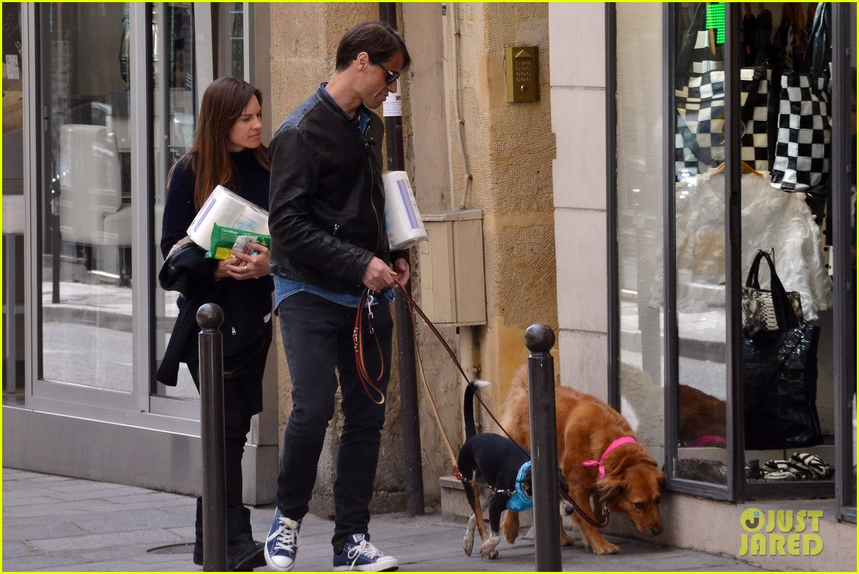 hilary swank treats her two rescue pups to a leisurely parisian stroll 01