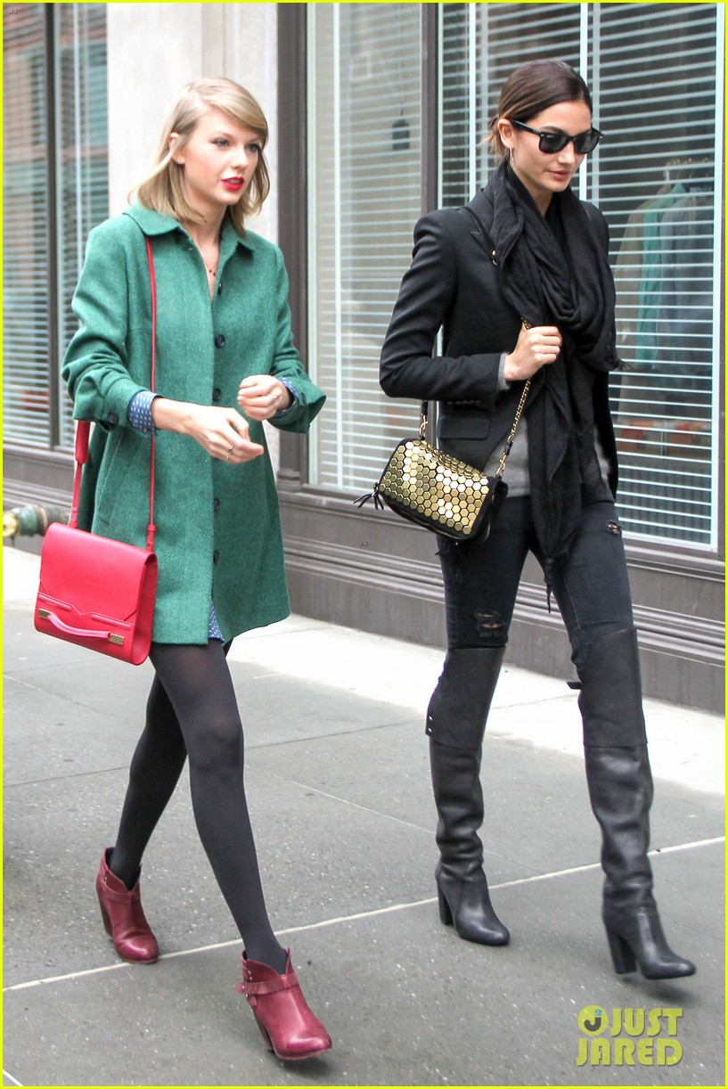taylor swift grabs lunch with model lily aldridge 033080624