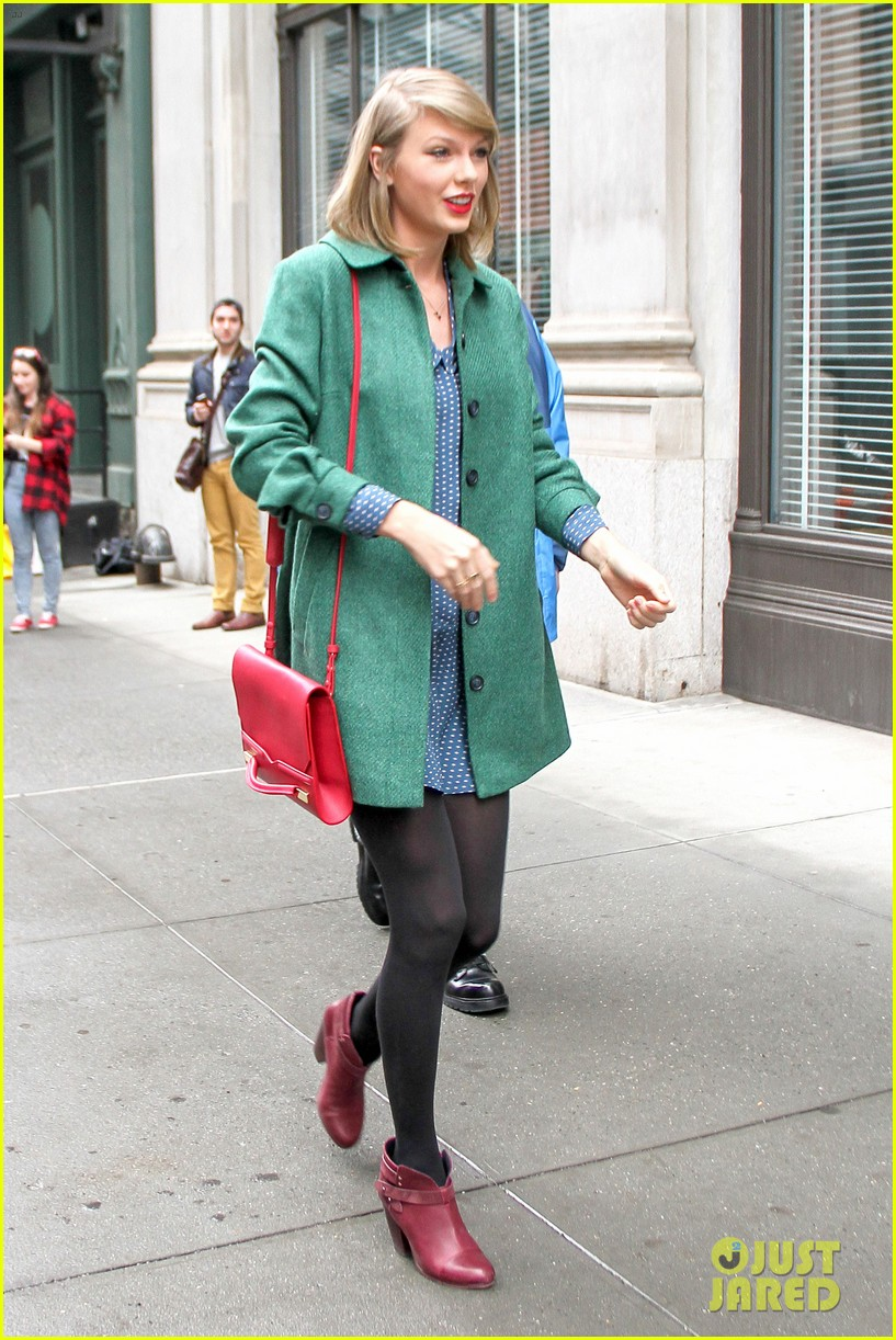 taylor swift grabs lunch with model lily aldridge 06