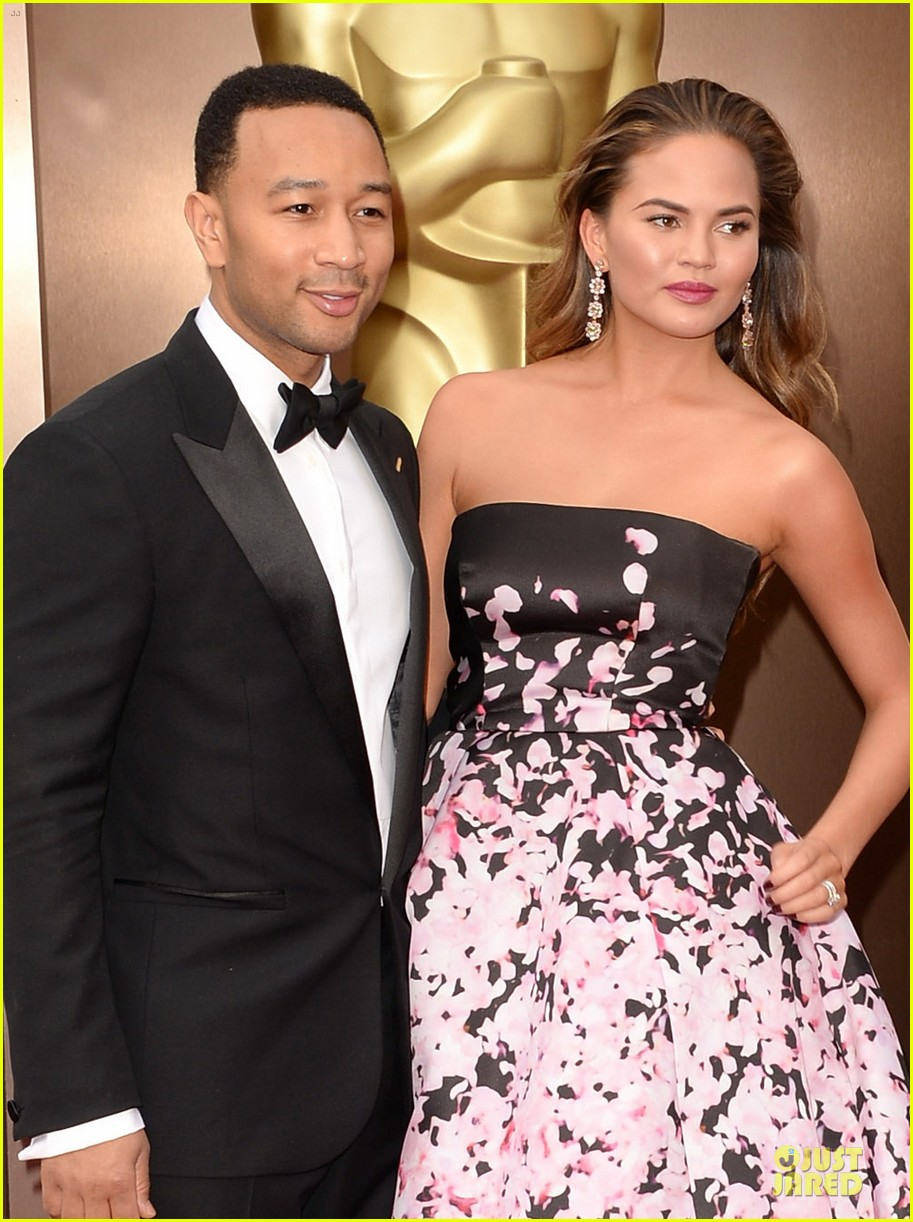 chrissy teigen john legend oscars 2014 red carpet 043063791