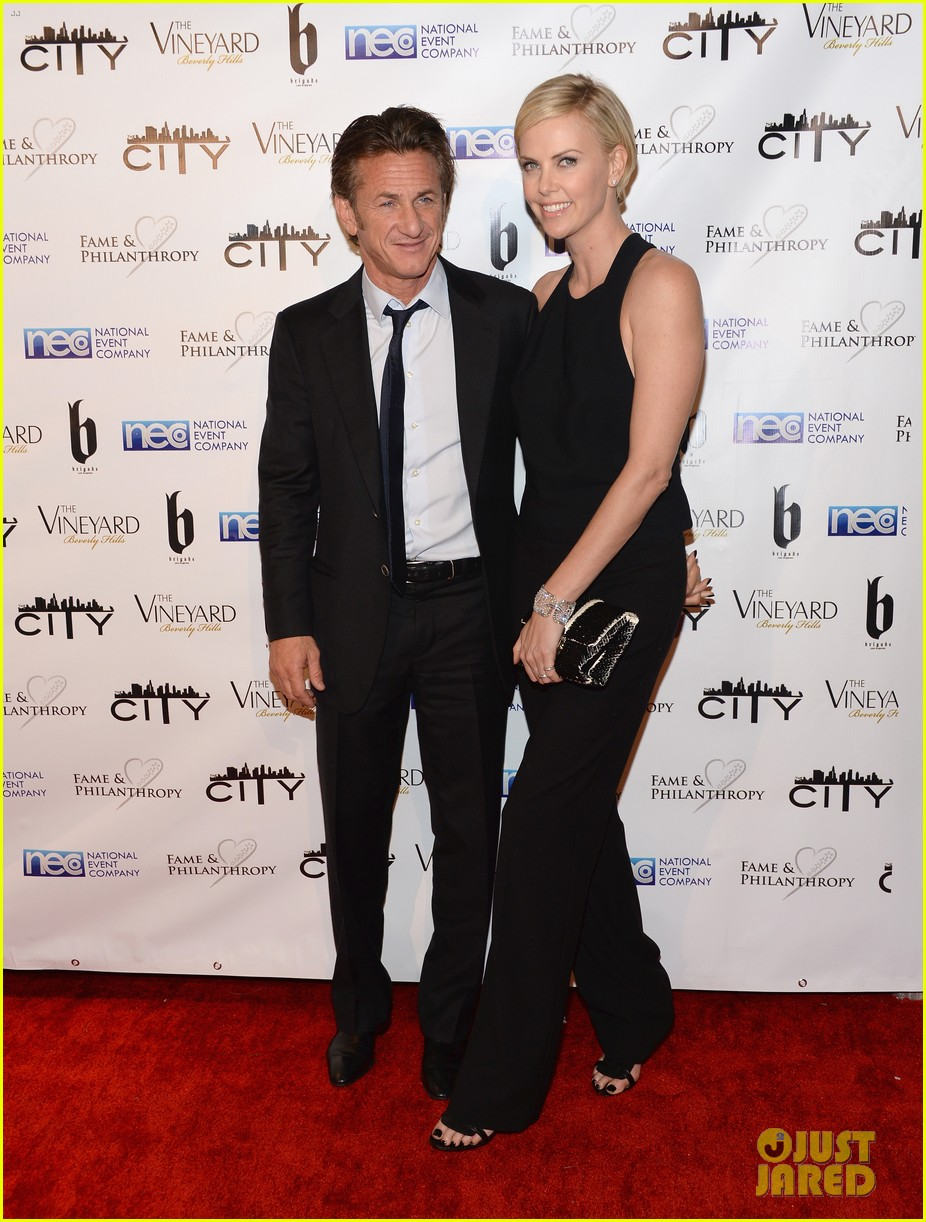 charlize theron sean penn walk first red carpet together at oscars 2014 party 06