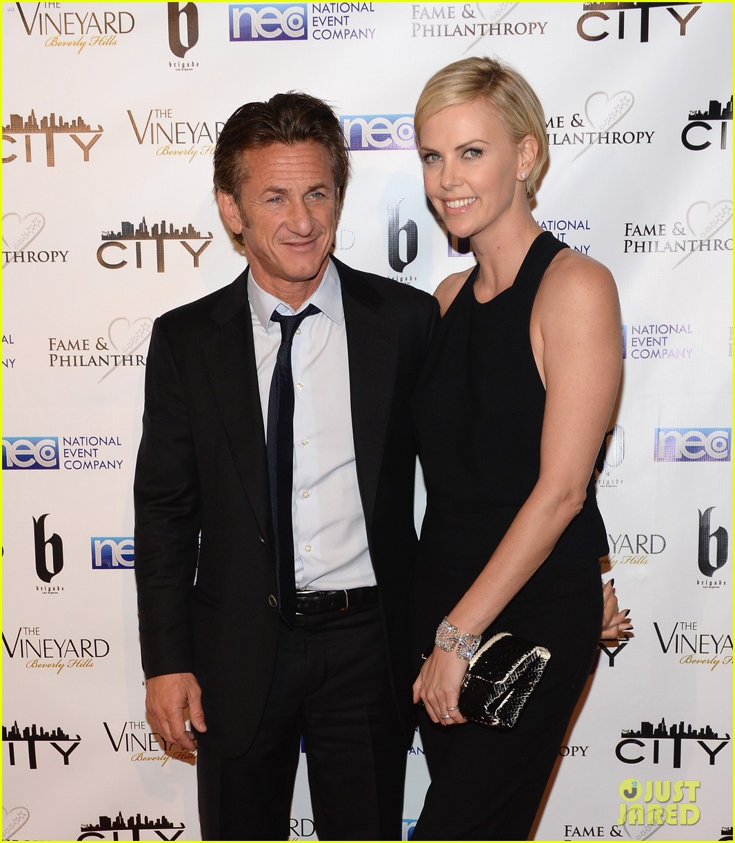 charlize theron sean penn walk first red carpet together at oscars 2014 party 07