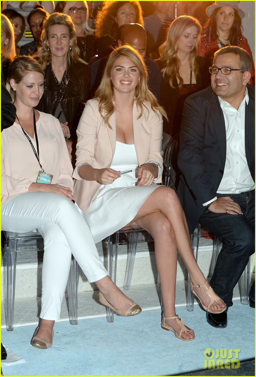 kate upton express south beach runway show 013071788