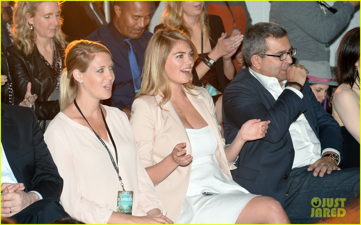 kate upton express south beach runway show 043071791