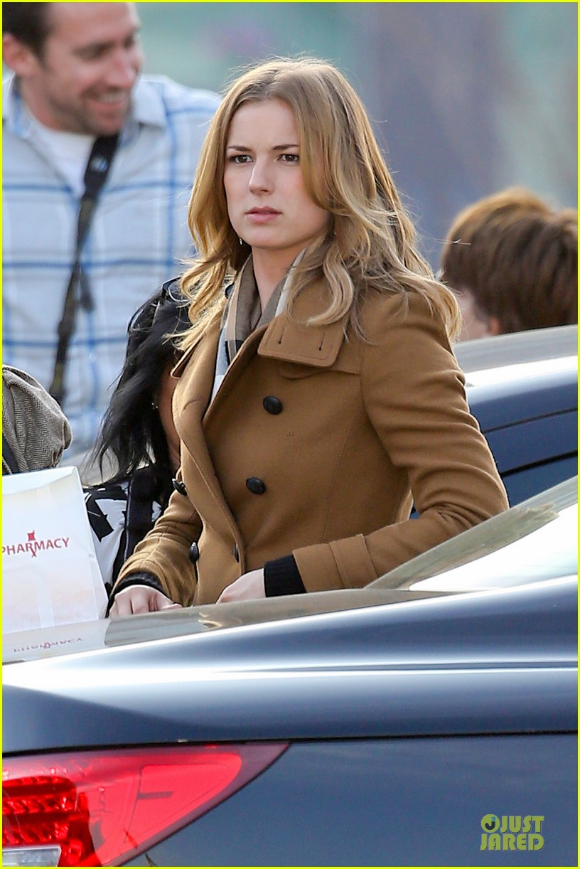 emily vancamp josh bowman wrapped up 04