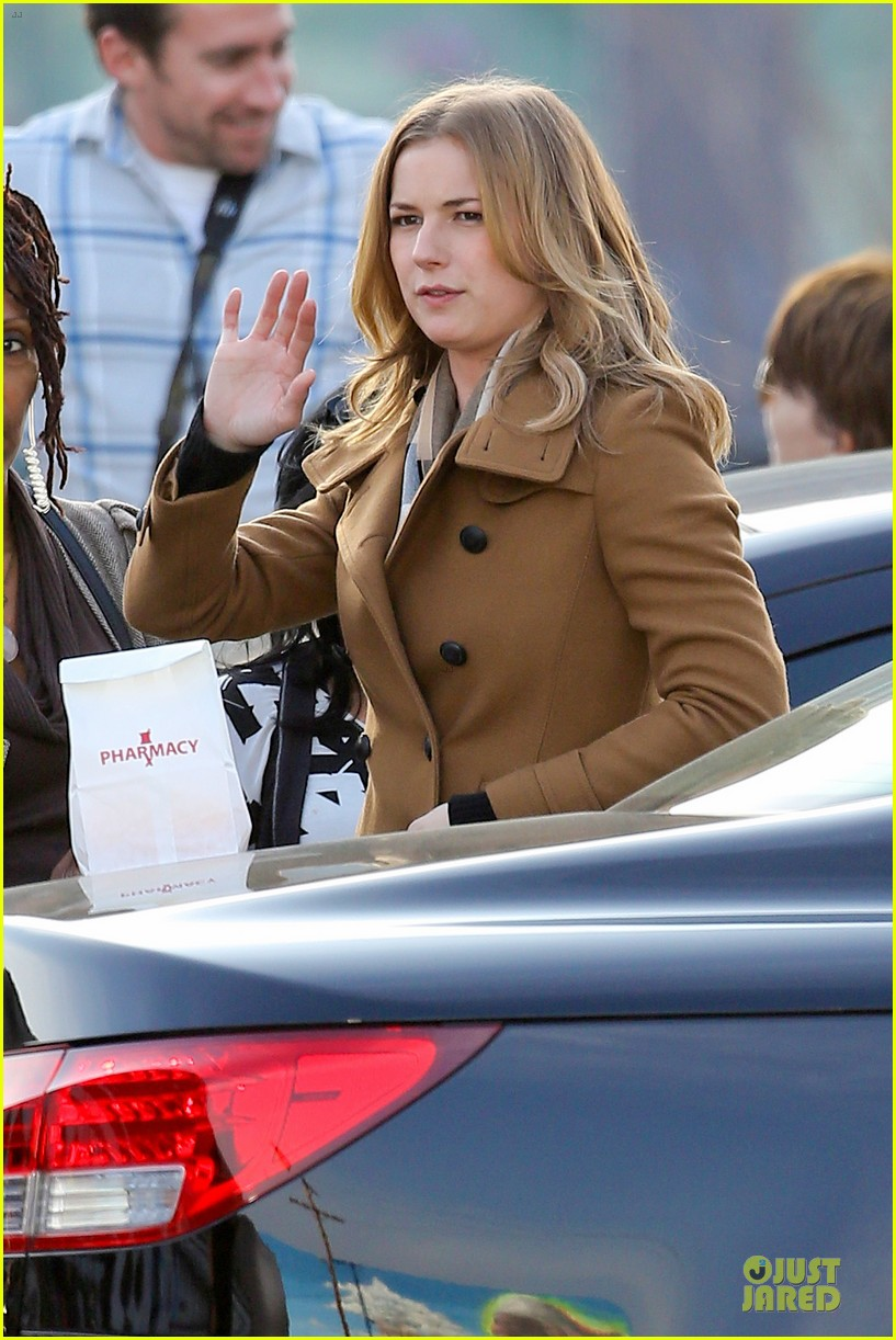emily vancamp josh bowman wrapped up 093078130