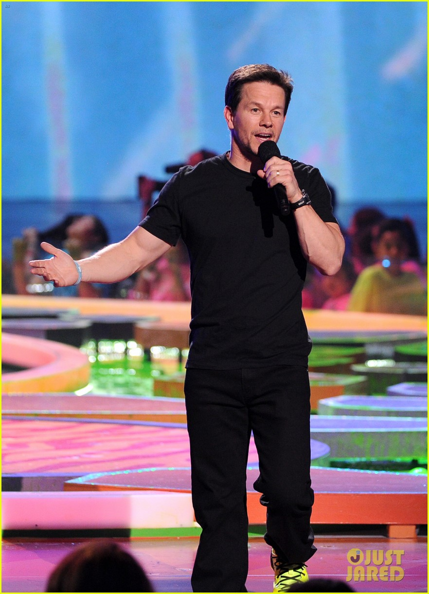 mark wahlberg kids choice awards 2014 02