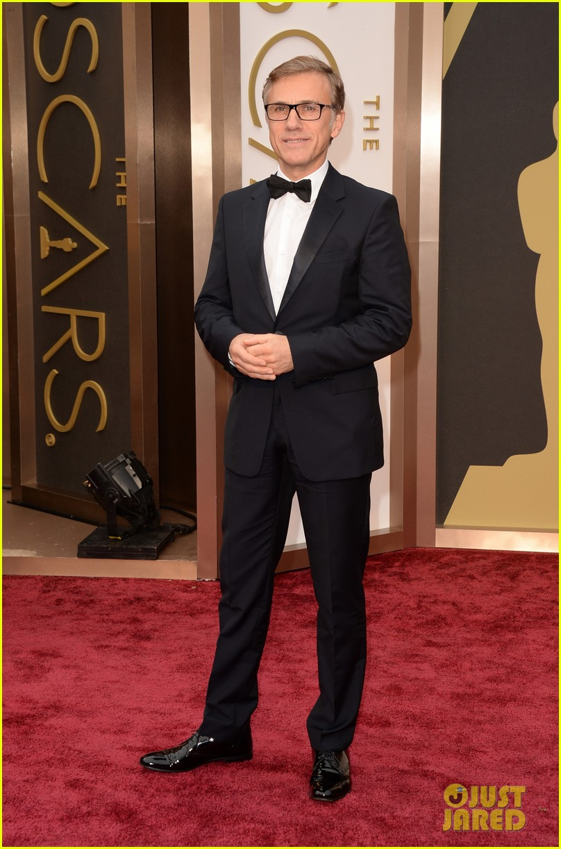 christoph waltz presents to lupita nyongo at oscars 2014 01