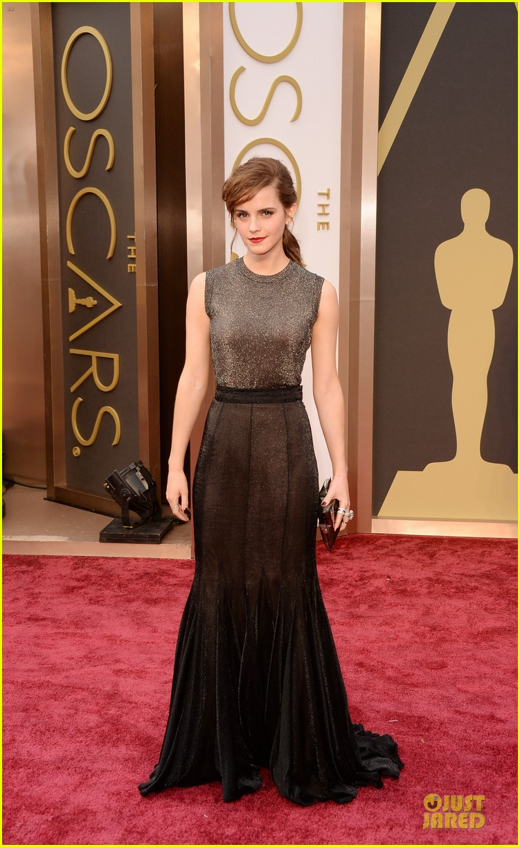 emma watson rocks metallic on oscars 2014 red carpet 03