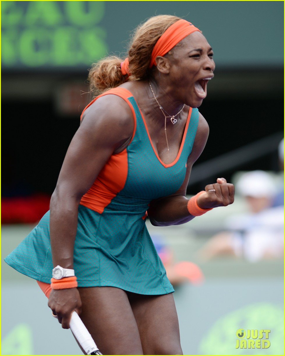 serena williams jacked physique helps her advance at sony open 043077090